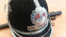 Policejní odznak, znak, přilba helma