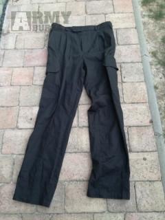 Vojenské černé britské kalhoty