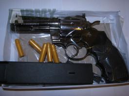 Pistole PYTHON 357 jako zapalovač (revolver)