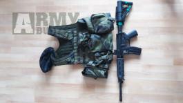 Taktická vesta + M4A1 MOE pažbení
