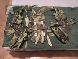 Vesta vz. 95, velkokapacitní zásobník AK, popruh, maskáče Desert, sumka zelená