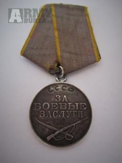 Válečná medaile Za bojové zásluhy nízké číslo 354 504.