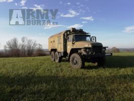 Ural 375 D benzínový 8- válec