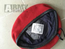 BW baret červený