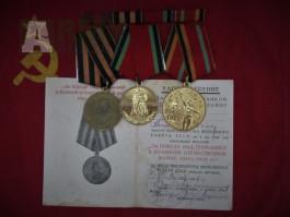 Medaile s miniaturou a knížkou