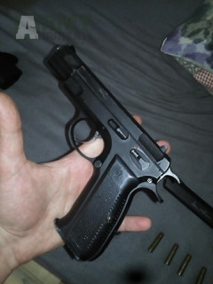 CZ75B a Smiths and Wesson