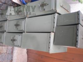 US plechové bedny - polstrované U.S. Army bedny na vybavení