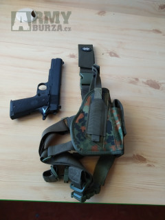 nožní pouzdro a man,pistole