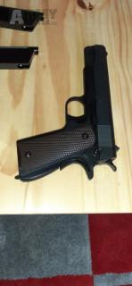 Prodám Colt M1911A1, blowback, celokov (CyberGun Licensed) + 2 Zásobníky od WE