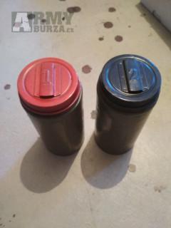 Dvě nádoby z odmořovací soupravy AD-K