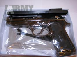 Pistole Beretta 9mm jako zapalovač Zapalovač – pistole Zapalovač ve tvaru Pistole, kterému po natáhnutí kohoutku objeví u hlavně plamen, je skvělým dá